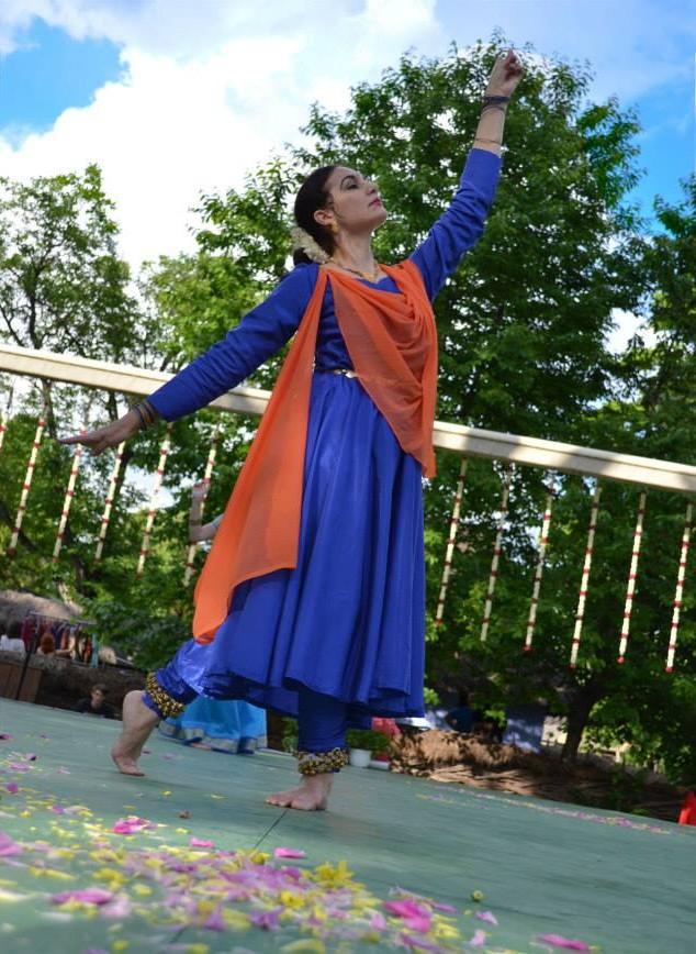 Carmen Cotovanu Pesantez Namaste India 2014