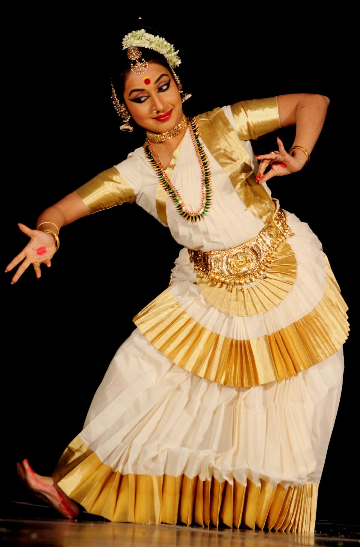 Spectacole de muzică clasică și dans clasic prezentate de artiști din India