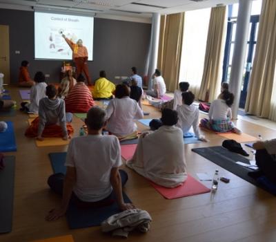 Principii din ayurveda şi yoga pentru managementul sănătăţii