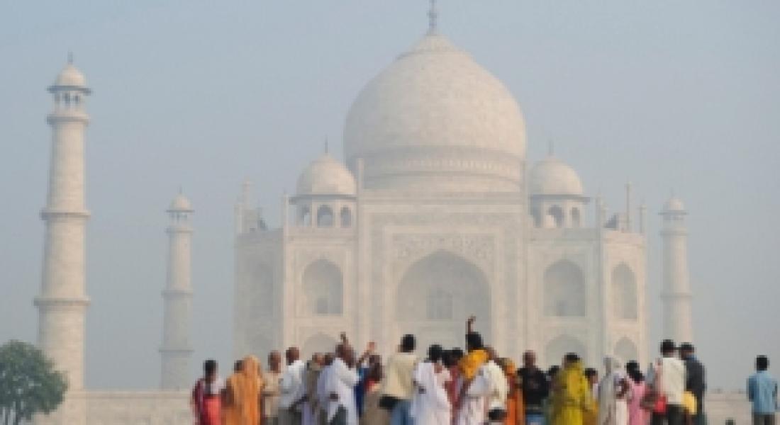 "Expoziţia de fotografie ""Un prim pas prin infinita Indie"""