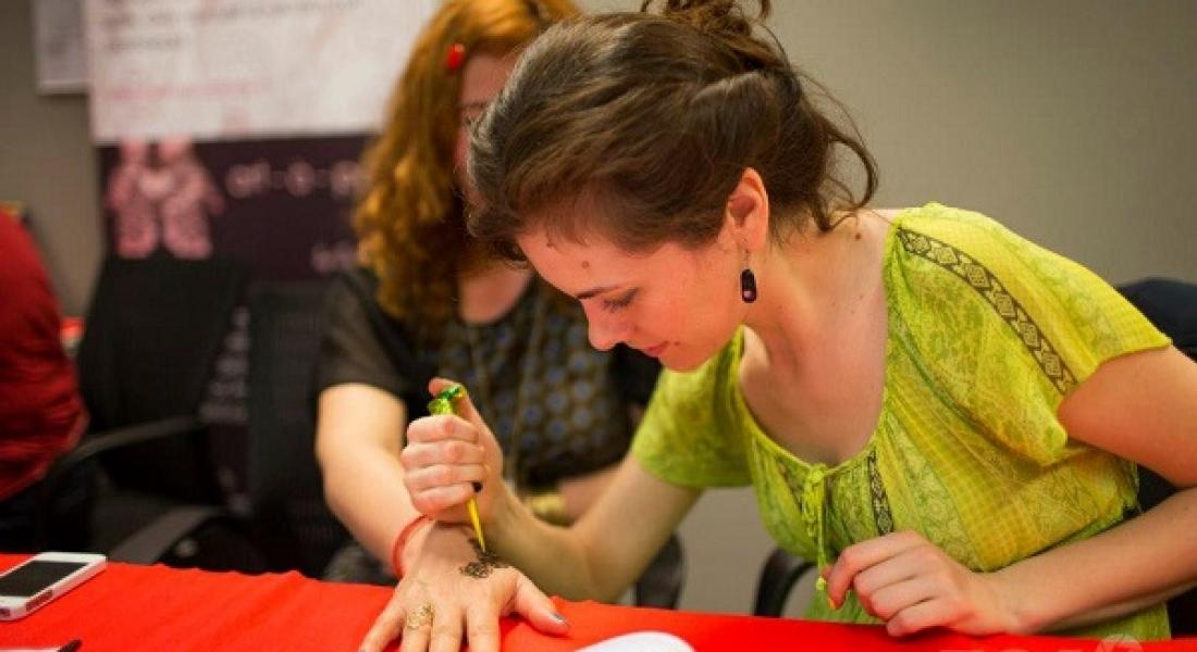 Mehndi, arta decorării cu henna