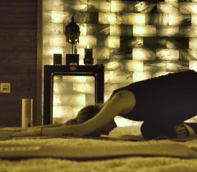 Evening Hatha Yoga pe pajişte